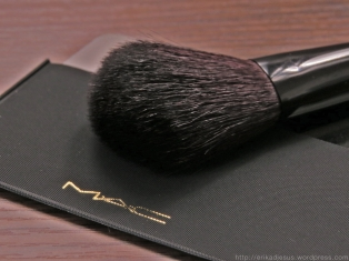 MAC Stroke of Midnight Lip and Cheek Bag in Pink: Brush and Mirror 2